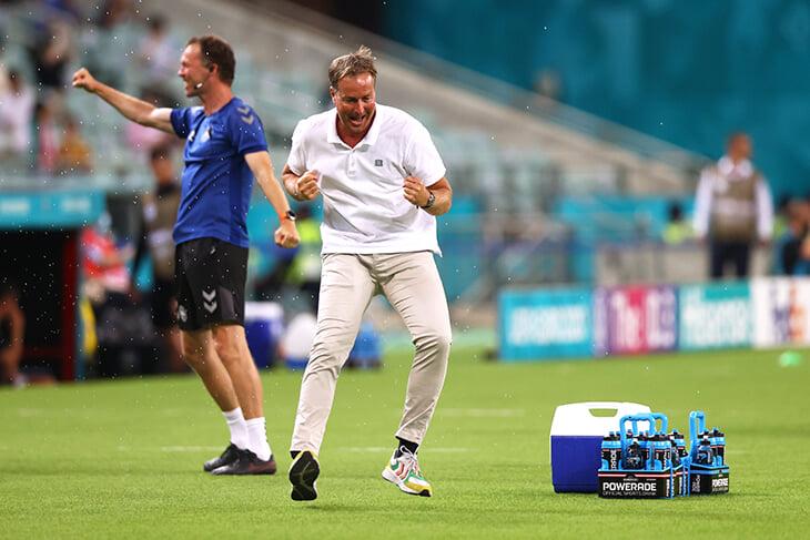 У тренера Дании есть счастливая кофта-талисман. В ней – 5 побед в 5 важнейших матчах