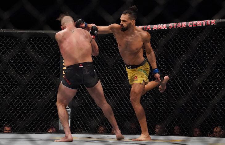 Впервые в истории UFC на турнире две дисквалификации. Обе – в главных боях