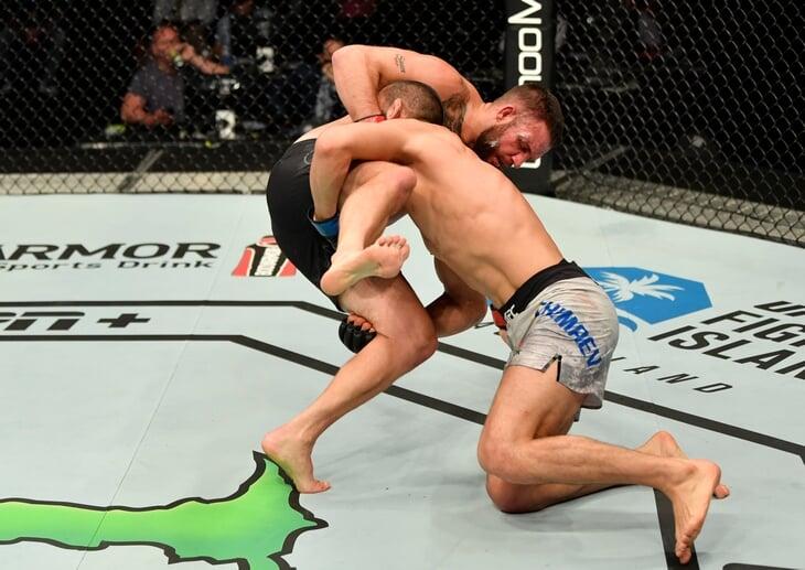 «Второй Хабиб или чеченский викинг». Хамзат Чимаев ярко дебютировал в UFC, избив соперника с разницей ударов 124-2