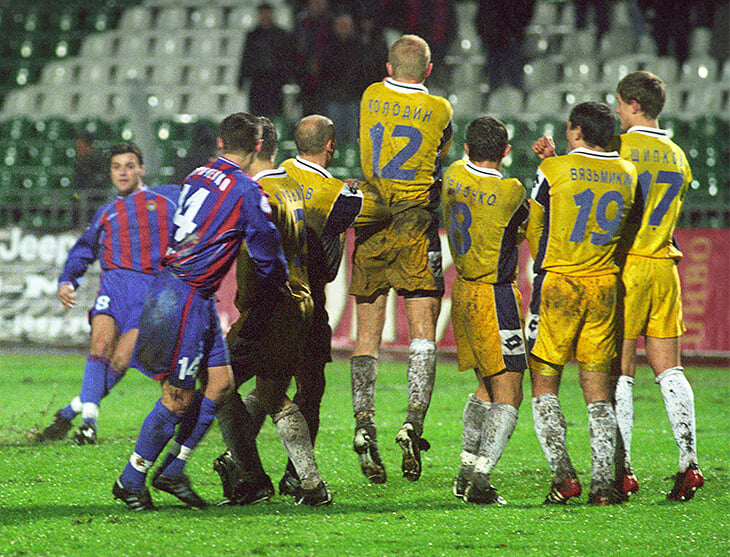 Великие мучения «Уралана»: президента забирали инопланетяне, Слуцкий плакал после 5:5 с «Анжи», вратарь играл в атаке