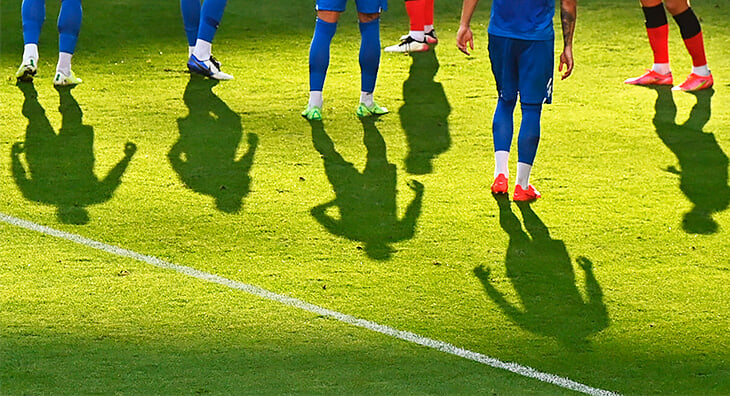Букмекерские лиги: миллиарды рублей ставят на любительский футбол и пинг-понг. Что, как, откуда?