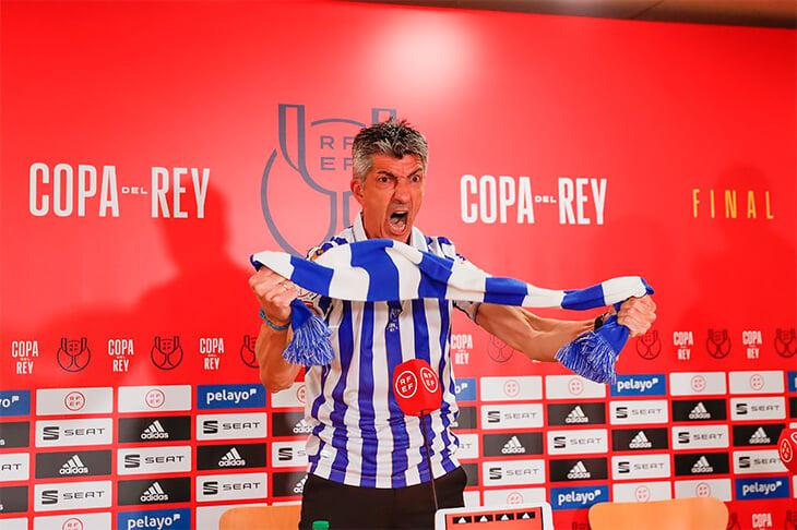 Сумасшедшая пресс-конференция тренера «Сосьедада»: скандировал с шарфом команды. Он с детства за клуб!
