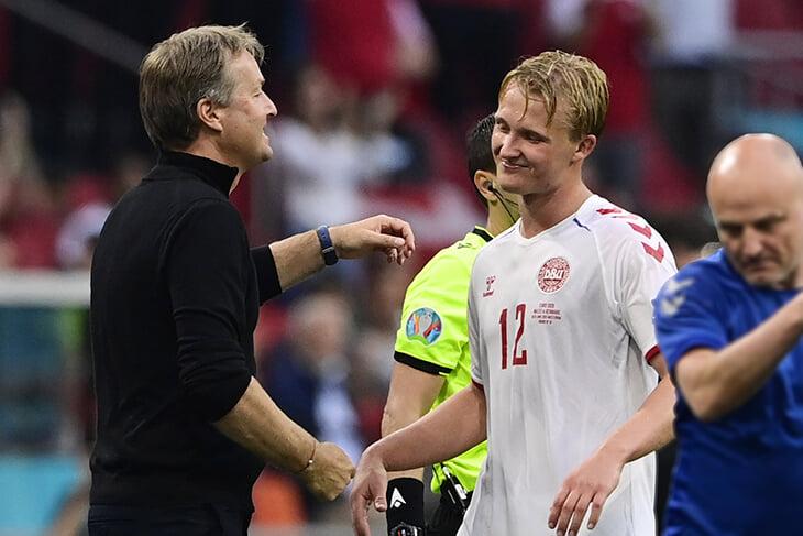 Тренер Дании – ❤️. Он умно меняет команду в каждом матче