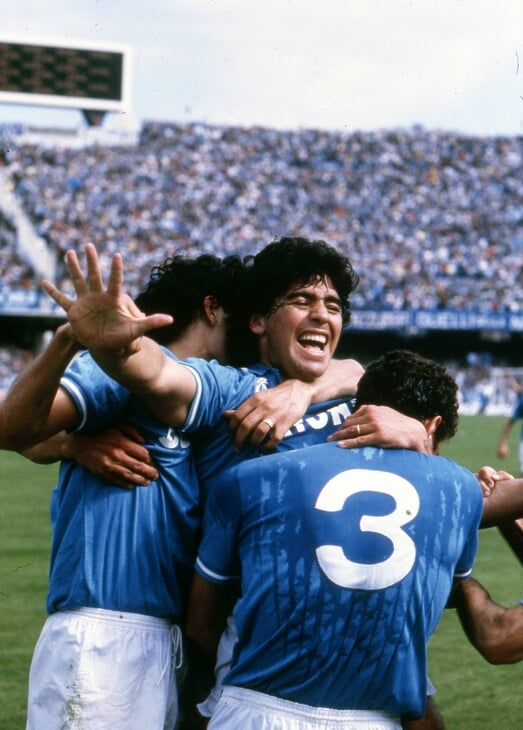 Марадона – лучший дриблер с феноменальным количеством голов и ассистов. Но разве правда, что он выигрывал Серию А в одиночку?