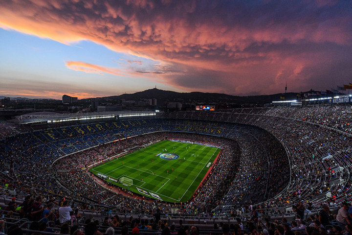 «Алавес» сенсационно выигрывает «Барселону» наееполе