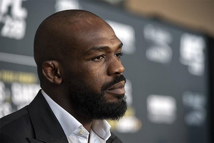 Чемпион UFC пытался раскачать супербой против главного нокаутера, но промоушен отказался платить. Все разочарованы