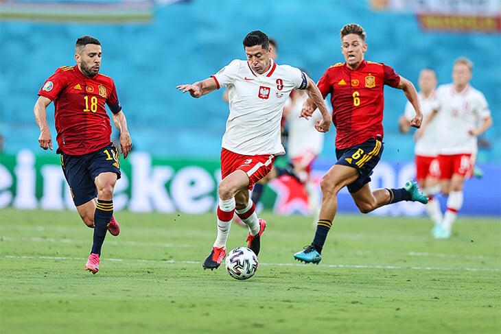 Альба – главный игрок этой Испании. Лучше всех на Евро доставляет мяч в штрафную, но Энрике нужны альтернативы в атаке