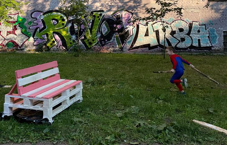 Финал Евро в одном из скверов Петербурга – восторг! Соседи превратили заброшенный двор в уютное пространство