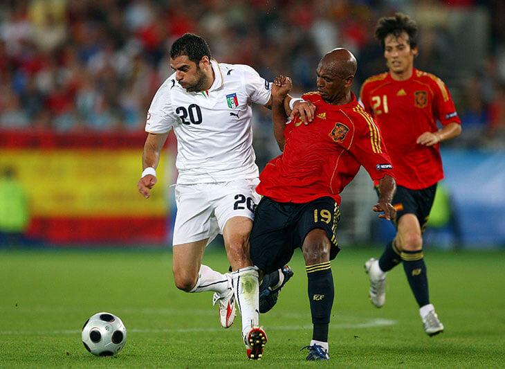 Самым полезным игроком Испании на Евро-2008 был бразилец. Сенна выбил из основы Хаби Алонсо и подчищал за Хави-Иньестой