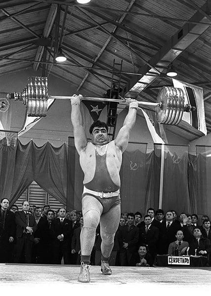 Высоцкий пел о спорте: Бышовец – в «Фиорентине», Пеле – на «Шевроле», толстый штангист (видимо, Алексеев)