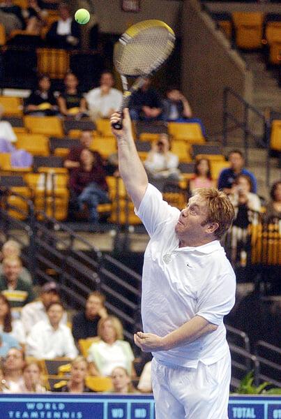 В 1977-м полуголый Шварценеггер играл в теннис на кортах US Open. Так он влился в клан Кеннеди и стал суперзвездой