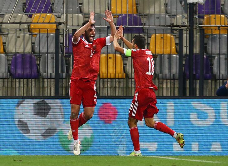 Черданцев и Генич злятся, что Карпин меняет капитана (есть сравнение с отсталыми африканцами). Хотя так делали даже в сборной Бразилии