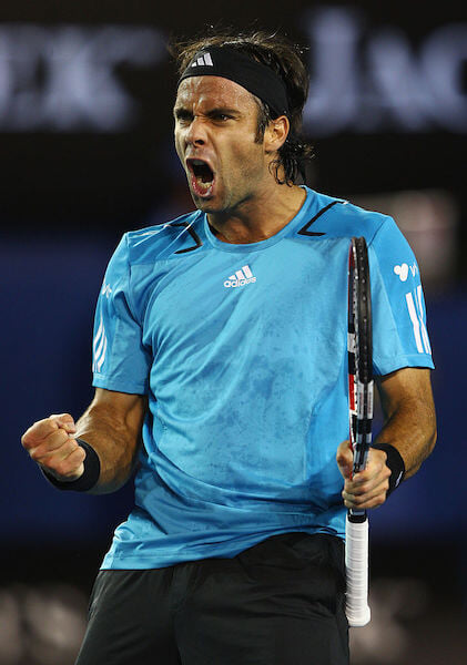 Федереру скоро 40, а он еще в топе и не хочет на пенсию. Его ровесники уже давно тренируют, гоняют в ралли и играют в гольф