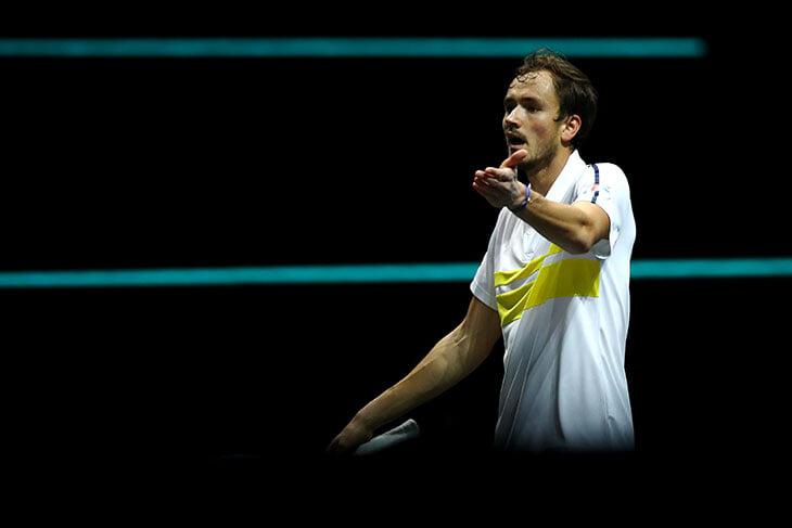 Медведев пока не станет №2 в мире – проиграл в Роттердаме и потерял контроль: ругал мячи, получил штраф и бил спиной вперед