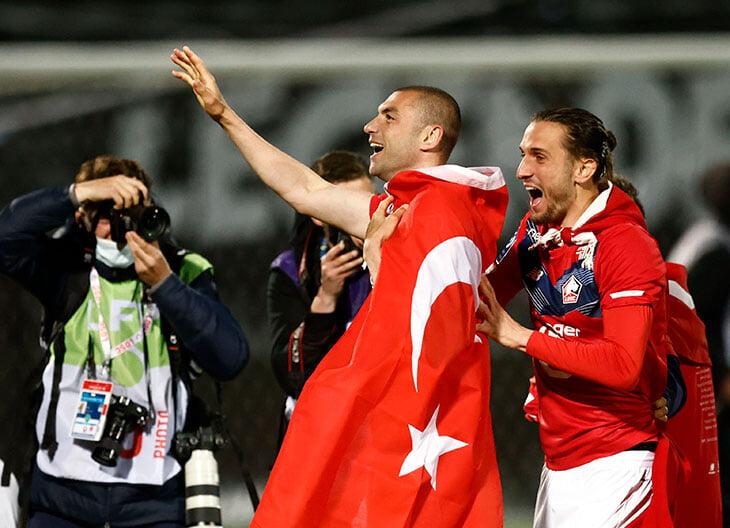 Против Италии выйдет турецкий Дзюба. Поругался дома со всеми (и всем признался в любви), в 35 тащил чемпионский «Лилль»