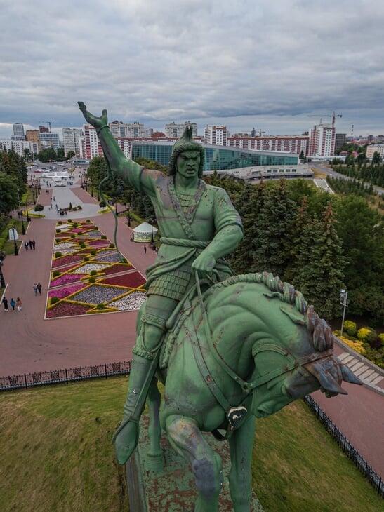 Он проехал из Москвы до Владивостока и снял с дрона десятки стадионов. Смотрим дивные фотографии и читаем о любви к путешествиям по России 💞