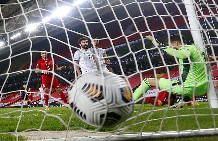 Сборную России разбили за 8 минут: Оздоев учудил, Семенов удалился, пропустили 2 гола