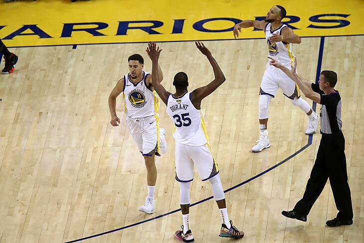 Символ десятилетия сам себя не выберет: 8 команд, которые отразили эпоху в НБА