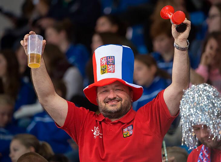 Пивное дерби в четвертьфинале Евро. Как Чехия и Дания превратили пиво из локального напитка в мировой бизнес