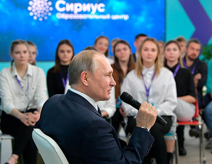 Заметили портрет Путина на кухне у Загитовых? Алина любит президента, а он – фигурное катание
