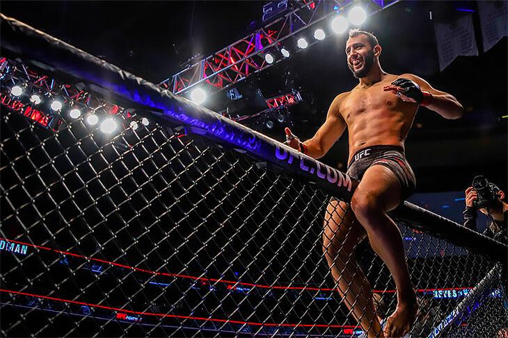 Соперник Джона Джонса попал в UFC за 20 минут. Раньше он играл в американский футбол, а теперь подерется за титул чемпиона