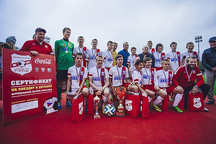 Победители «Кожаного мяча» вКазани сыграли вфутбол созвездами