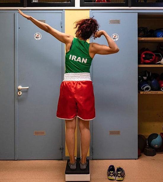 Девушка-боксер из Ирана вышла на бой без хиджаба. Дома ее ждет тюрьма
