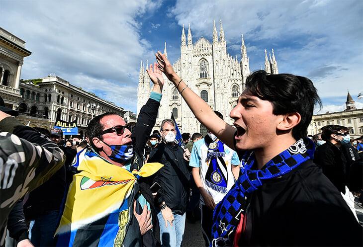 🔵⚫️Фаны «Интера» захватили площадь Дуомо. Чемпионская радость победила антиковидные ограничения
