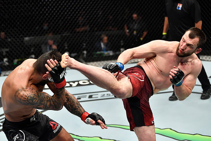 Дагестанский король кунг-фу зажигает в UFC: его обожают в Китае (победил всех местных), называют телохранителем Путина и даже снимают в кино
