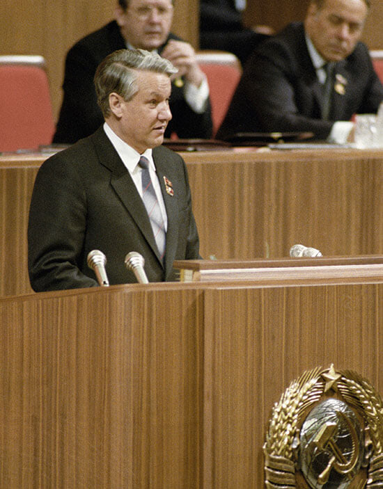 Дикие 90-е: Тарпищев за счет связей с Ельциным основал Национальный фонд спорта – который позже ввозил водку и засветился с ОПГ