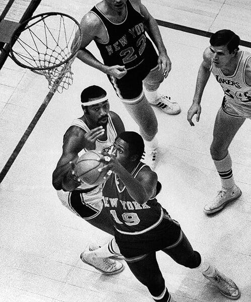 Уиллис Рид из «Никс»  был настоящим кошмаром для «Лейкерс». Сначала избил всех запасных, а затем выиграл чемпионство на одной ноге