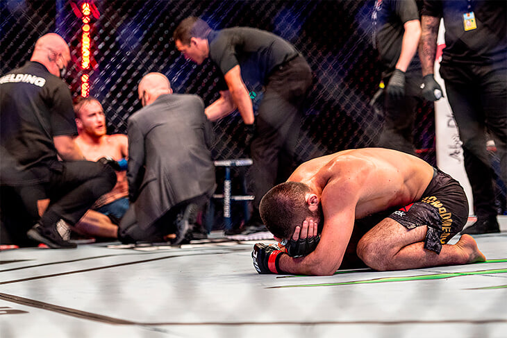 Быстрый разбор боя: Хабиб задушил Гейджи треугольником, Джастин заснул