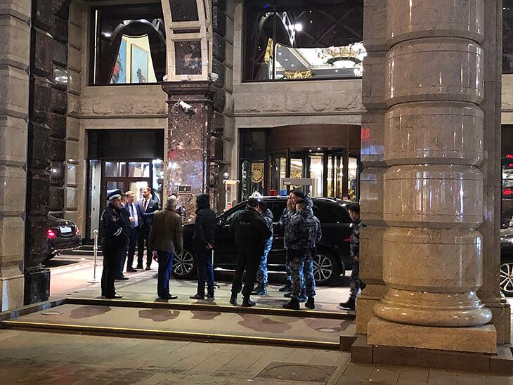 «Выходи, чёрт»: Макгрегор несколько часов прятался от дагестанцев вмосковском отеле (ФОТО, ВИДЕО)