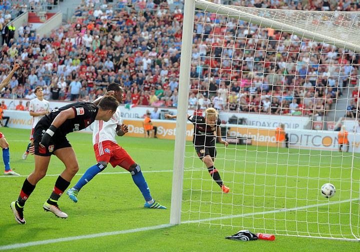«Байер» вдобавленное время вырвал победу у«Гамбурга»
