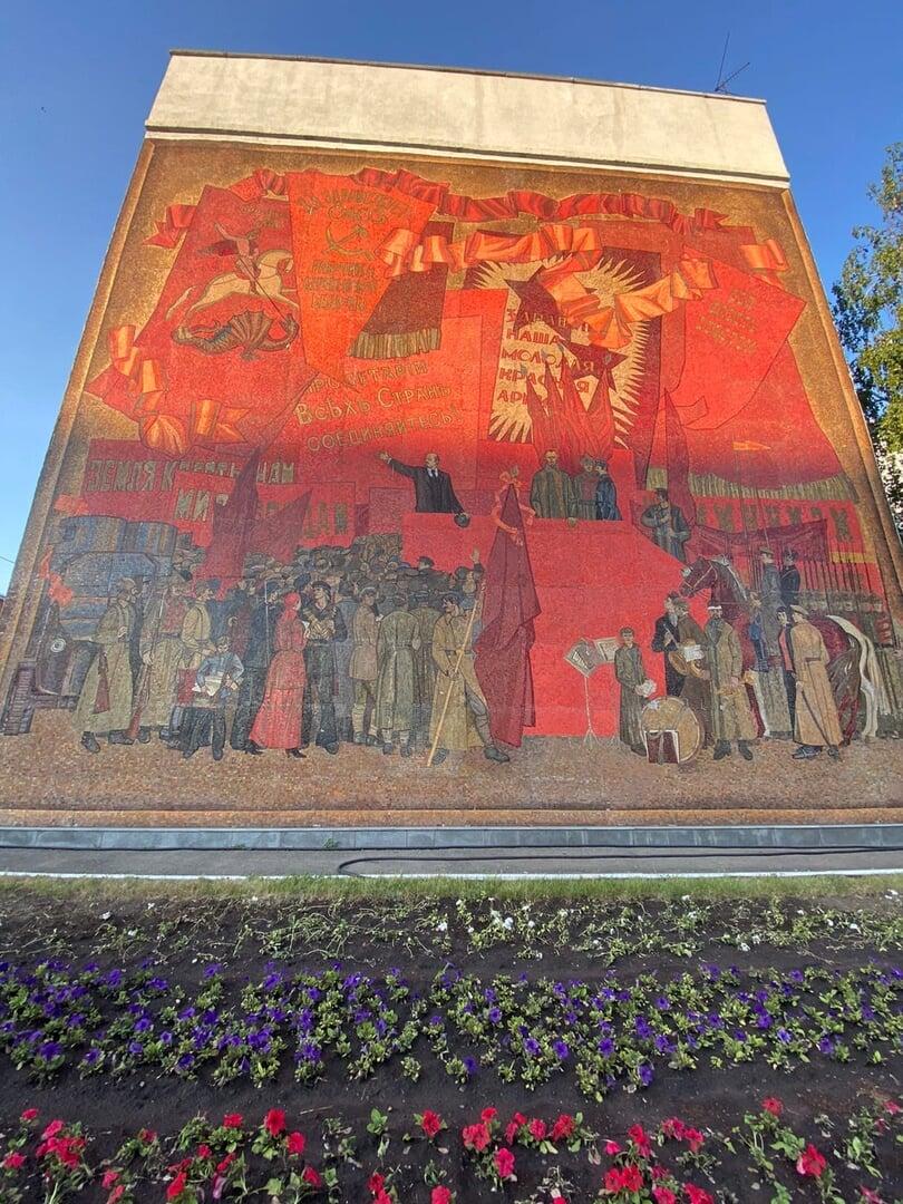 «Сверху падал бетон, пол прогнил». Как выживает футбол в Барнауле, где выросли Соболев и Дюпин