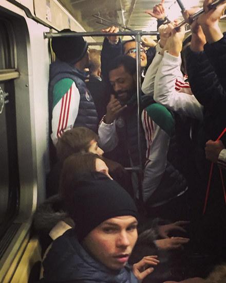 Почему локомотив ехал на метро