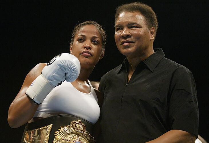 Бой дочерей Али и Фрейзера – продолжение великого противостояния отцов. Это первый женский поединок на PPV, но в ринге была колхозная драка