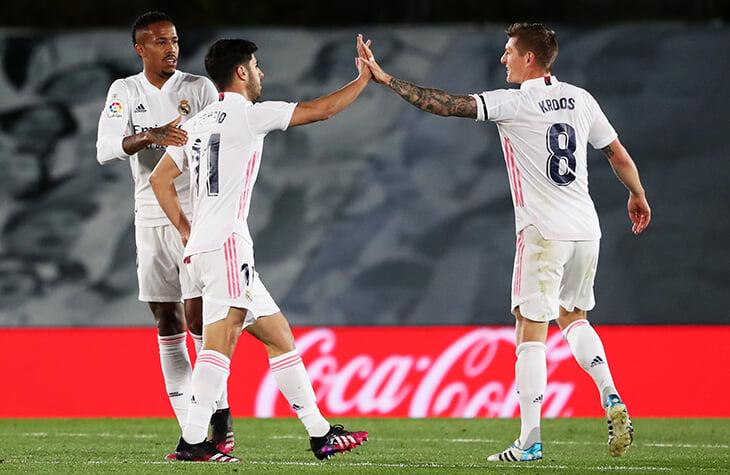 «Реал» спас ничью с «Севильей» на 94-й – забили рикошетом от пятки Азара. Нас ждет безумный финал чемпионской гонки
