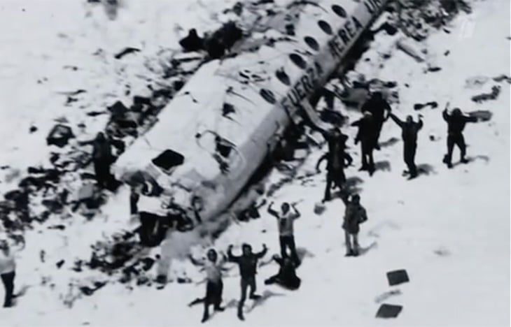 Авиакатастрофа регбистов в Андах: 72 дня на морозе, 16 выживших. Чтобы спастись – они стали людоедами
