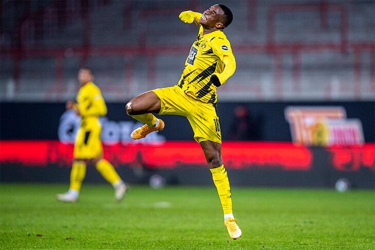 16-летний Мукоко издевается над рекордами Бундеслиги: забил за «Боруссию» и на год обогнал прежнего самого молодого автора гола