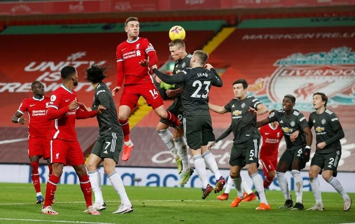 «Юнайтед» выдержал «Ливерпуль» и остался первым: снова нули в топ-матче. Но по потерянным теперь лидирует «Сити»