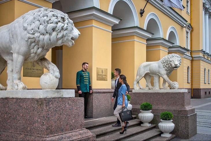 У американского теннисиста в Петербурге нашли ковид. Он сбежал из России, потому что испугался госпитализации