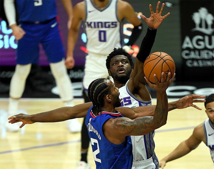 Игроку НБА сломали руку, когда он захотел положить яйца на шею сопернику