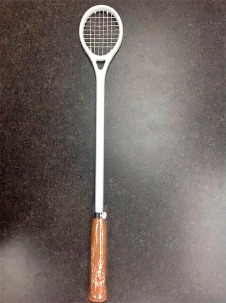 Теннисисты – например, Циципас – иногда тренируются деревянной ложкой. Это не наказание и не прикол, а полезное упражнение