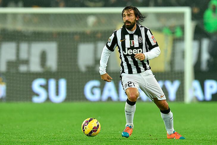 Тонали плохо пасует, лажает в защите и проигрывает место в основе «Милана», а Пирло называет его совершенством и ставит выше себя