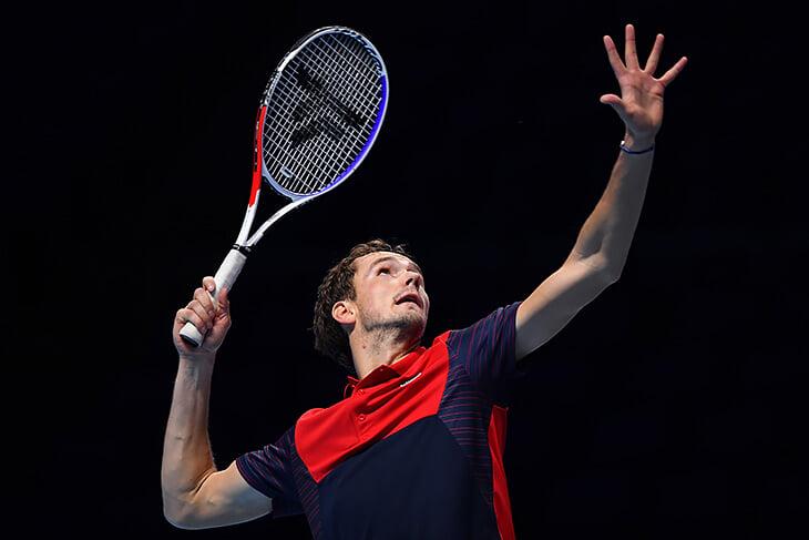 Медведев впервые в карьере проиграл Циципасу