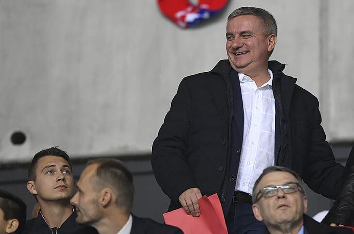 Взятки футболистами, аферисты из Китая, роковая сделка с «Роснефтью» – управляют «Славией» еще интереснее, чем она играет