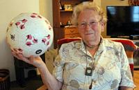 Видео дня. 90-летняя норвежка набивает мяч 1000 раз