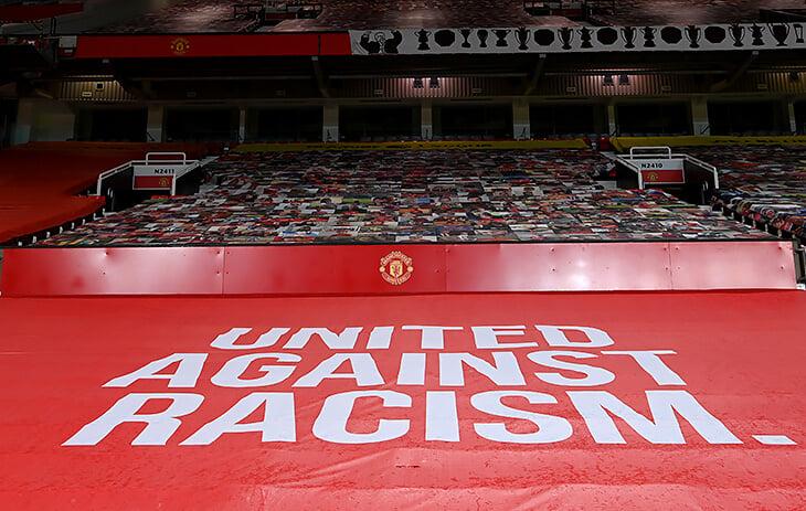 «МЮ» заменил баннеры на «Олд Траффорд» из-за жалоб игроков. Говорили, что партнеры сливаются на красном фоне