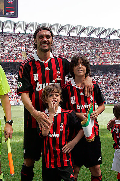 Мальдини забил за «Милан» – да, уже третий в династии. Счастливый Паоло увидел гол сына вживую